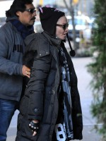 Madonna out and about New York, Kabbalah Centre (5)