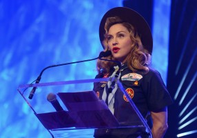 Madonna dressed up as boy scout at the GLAAD Media Awards - Anderson Cooper - Backstage - HQ (36)