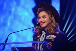 Madonna dressed up as boy scout at the GLAAD Media Awards - Anderson Cooper - Backstage - HQ (46)