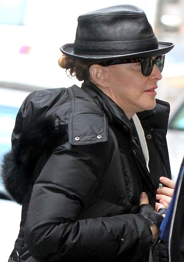Madonna out and about New York, Kabbalah Centre - 23 March 2013 (5)