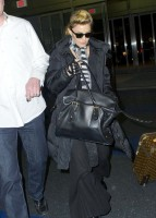 Madonna's new hairdo at JFK Airport in New York [24 March 2013] (2)