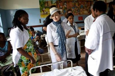 Madonna visiting the Elizabeth Central Hospital (4 April 2013) (21)