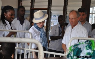 Madonna visiting the Elizabeth Central Hospital (4 April 2013) (23)