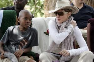 Madonna vistis Mkoko Primary School with family in Kasungu Malawi - 2 April 2013 (5)