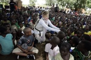 Madonna vistis Mkoko Primary School with family in Kasungu Malawi - 2 April 2013 (6)