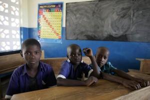 Madonna vistis Mkoko Primary School with family in Kasungu Malawi - 2 April 2013 (14)