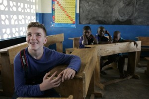 Madonna vistis Mkoko Primary School with family in Kasungu Malawi - 2 April 2013 (16)