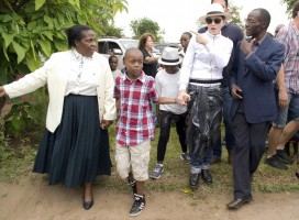 Madonna visits Mphandula Childrencare Centre in Namitete, Malawi - 5 April 2013 (3)