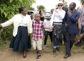 Madonna visits Mphandula Childrencare Centre in Namitete, Malawi - 5 April 2013 (3)