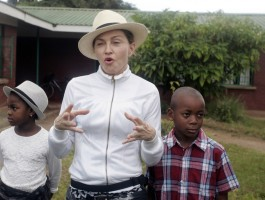 Madonna visits Mphandula Childrencare Centre in Namitete, Malawi - 5 April 2013 (14)