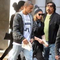 Madonna out and about, Kabbalah Centre, New York (1)