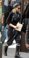 Madonna out and about, Kabbalah Centre, New York (2)