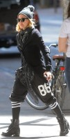 Madonna out and about, Kabbalah Centre, New York (3)