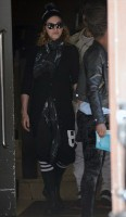 Madonna out and about, Kabbalah Centre, New York (6)