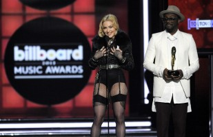 Madonna at the 2013 Billboard Music Awards - 19 May 2013 (8)