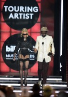 Madonna at the 2013 Billboard Music Awards - 19 May 2013 (11)