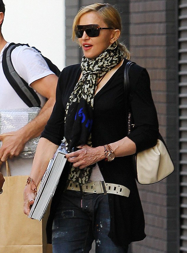 20130531-pictures-madonna-out-and-about-new-york-05.jpg