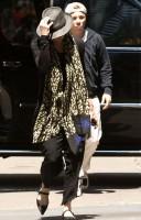Madonna Kabbalah Centre New York - 15 June 2013 (3)