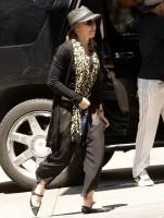 Madonna Kabbalah Centre New York - 15 June 2013 (5)