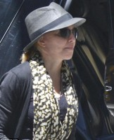 Madonna Kabbalah Centre New York - 15 June 2013 (6)