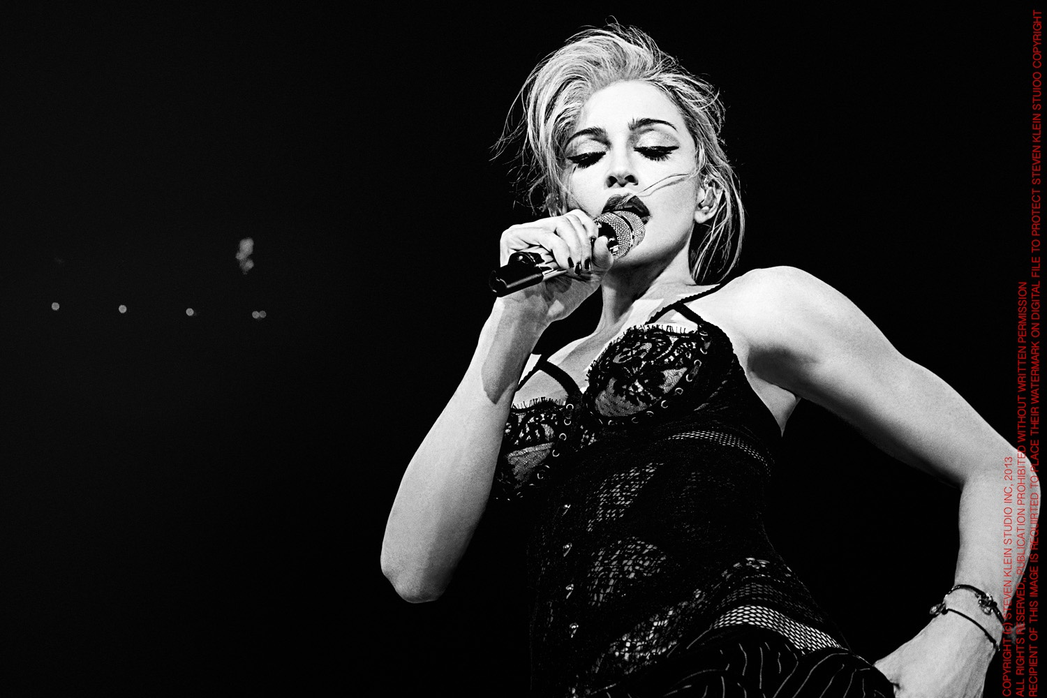 20130717-pictures-madonna-mdna-tour-dvd-