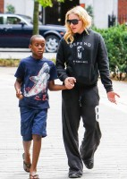 Madonna out and about in London - 27 July 2013 (1)