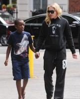 Madonna out and about in London - 27 July 2013 (5)