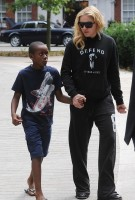 Madonna out and about in London - 27 July 2013 (7)