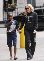 Madonna out and about in London - 27 July 2013 (9)