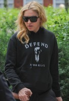 Madonna out and about in London - 27 July 2013 (16)