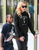 Madonna out and about in London - 27 July 2013 (18)