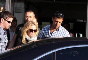 Madonna at the Ciampino airport in Rome - 19 August 2013 (3)
