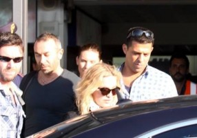 Madonna at the Ciampino airport in Rome - 19 August 2013 (4)