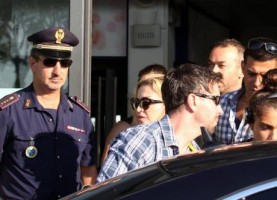 Madonna at the Ciampino airport in Rome - 19 August 2013 (5)