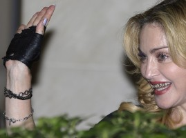 Madonna at the Hard Candy Fitness Centre, Rome - 21 August 2013 (14)