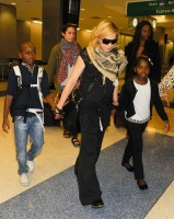 Madonna arrives at JFK airport in New York - 3 September 2013 (3)