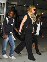 Madonna arrives at JFK airport in New York - 3 September 2013 (8)