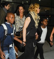 Madonna arrives at JFK airport in New York - 3 September 2013 (9)