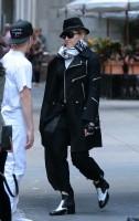 Madonna at the Kabbalah Centre in New York - 12 October 2013 (9)