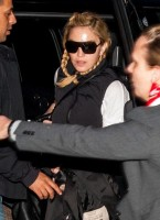 Madonna arriving at the Berlin airport - 18 October 2013 - Pictures (2)