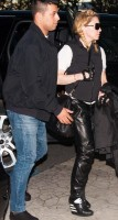 Madonna arriving at the Berlin airport - 18 October 2013 - Pictures (4)
