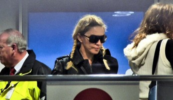 Madonna arriving at the Berlin airport - 18 October 2013 - Pictures (7)