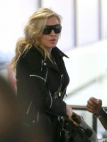 Madonna arrives at LAX airport, Los Angeles - 18 November 2013 (2)