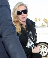 Madonna arrives at LAX airport, Los Angeles - 18 November 2013 (5)