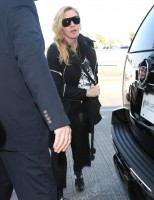 Madonna arrives at LAX airport, Los Angeles - 18 November 2013 (6)