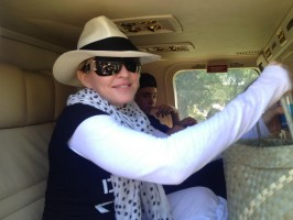 Madonna visits Ile à Vache with Sean Penn, Haiti - 26 November 2013 (1)