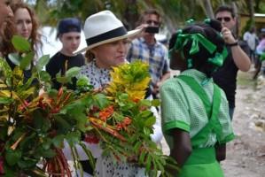 Madonna visits Ile à Vache with Sean Penn, Haiti - 26 November 2013 (9)