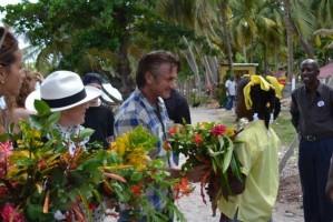 Madonna visits Ile à Vache with Sean Penn, Haiti - 26 November 2013 (10)