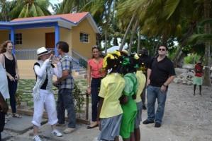 Madonna visits Ile à Vache with Sean Penn, Haiti - 26 November 2013 (13)