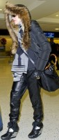 Madonna arrives at JFK Airport, New York - 23 December 2013 - Pictures (4)